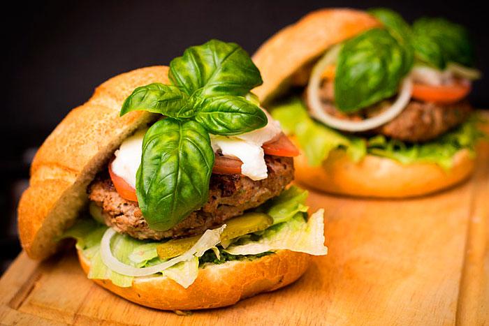 Готовый гамбургер с домашней котлетой