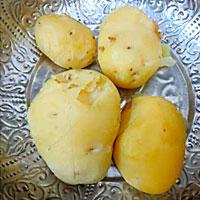 Картофель очещенный от кожицы - фото