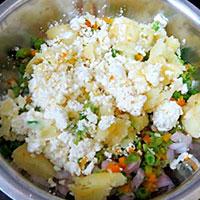 Подготовить продукты для картофельных котлет - фото