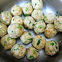 Формируем картофельные шарики - фото