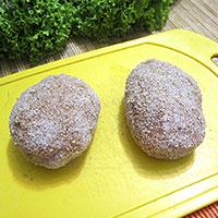 обваленные в сухарях котлеты из индейки с начинкой - фото