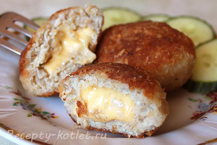 Котлеты с сыром в разломе - фото