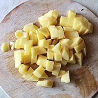 Добавляем в супчик картофель - фото