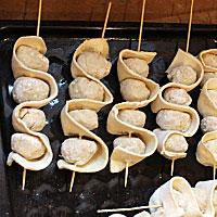 Отправляем тефтели на шпажках в духовку - фото