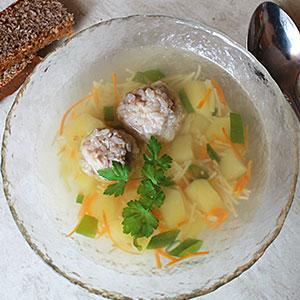Суп с фрикадельками, картошкой и вермишелью