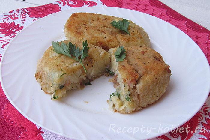 Готовые картофельные зразы с сыром и ветчиной