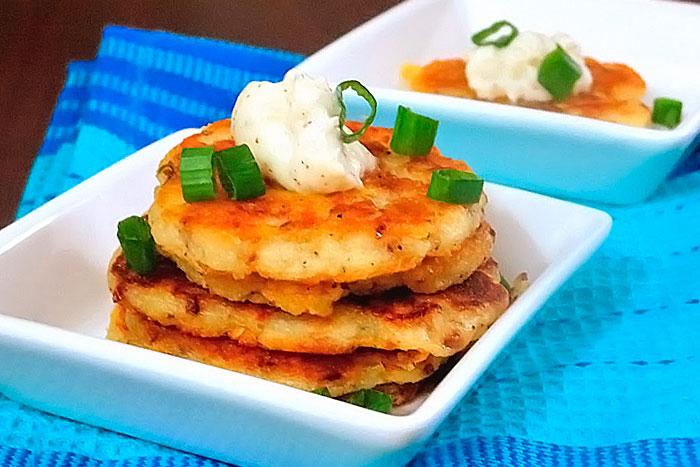 Готовые картофельные драники с сыром