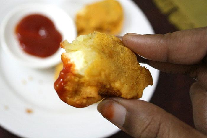 Картофельные котлеты с сыром в разрезе