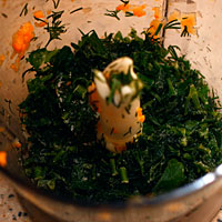 Порубим зелень для тыквенно-куриного фарша - фото