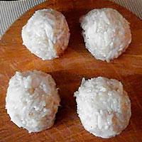 Формируем куриные тефтели с рисом- фото