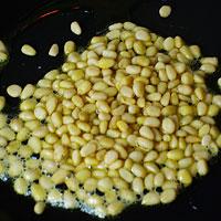Жарим орехи для тефтелей - фото