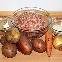 Готовим все ингредиенты для супа с фрикадельками в мультиварке - фото